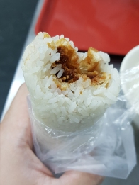 My second rice roll in Taiwan. It is rolled much slimmer, making it easier to eat.