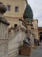 Giant statue of an artichoke.