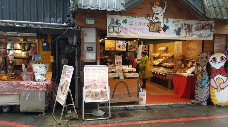 A cat themed bakery.