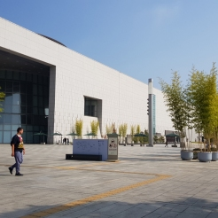 The impressive architecture of the National Museum of Korea.