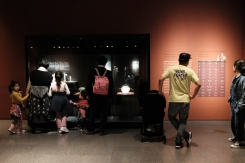 Families looking at Etruscan exhibition in National Museum of Korea