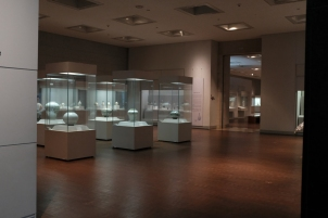 Gallery displaying porcelain inNational Museum of Korea.