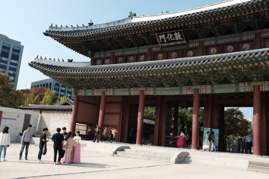 Entrance to Changdeokgung Palace. Seoul, Korea.